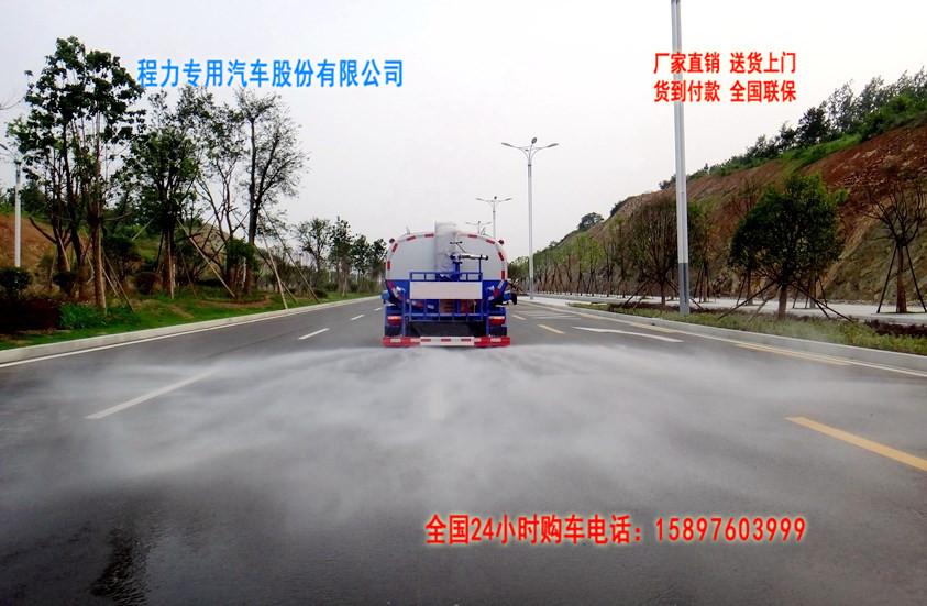 东风多利卡5吨洒水车后洒图片.jpg